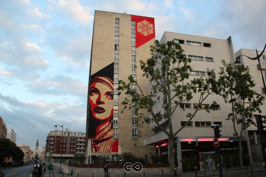 Shepard Fairey alias Obey ha dipinto Rise Above Rebel nel maggio 2012 nel 13ème arrondissement di Parigi